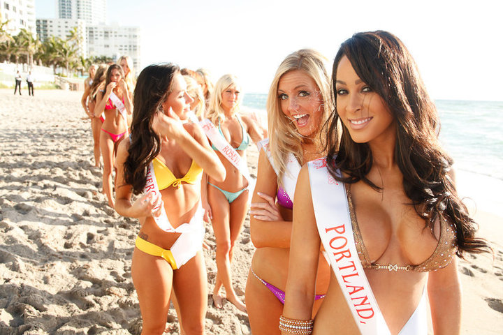 Win A Trip To Miami To Watch The Hooters International Swimsuit Pageant