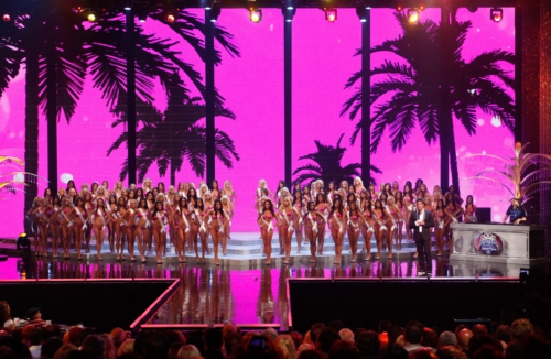 Hooters to Host International Swimsuit Pageant in Miami Featuring 101 Hooters Girls