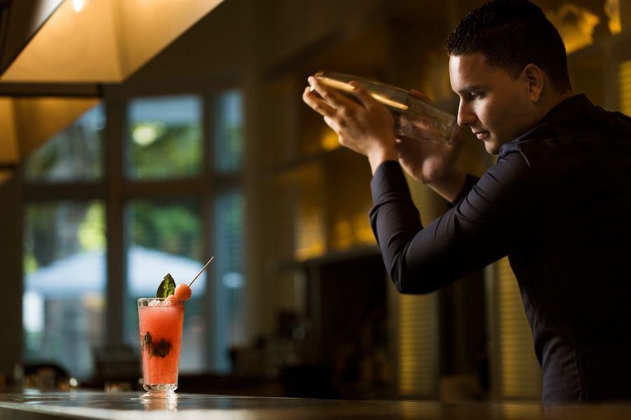bartender-traymore-bar-2