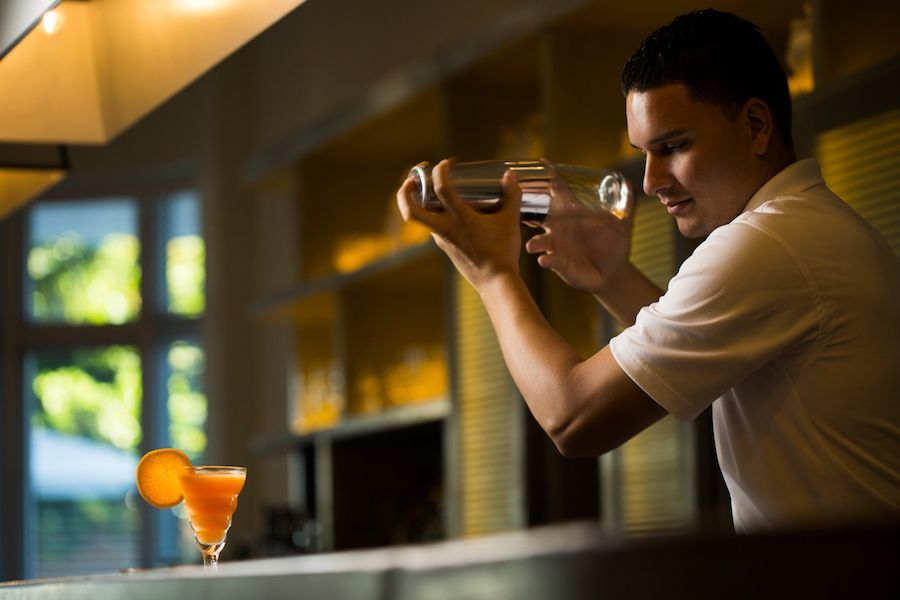 bartender-traymore-bar